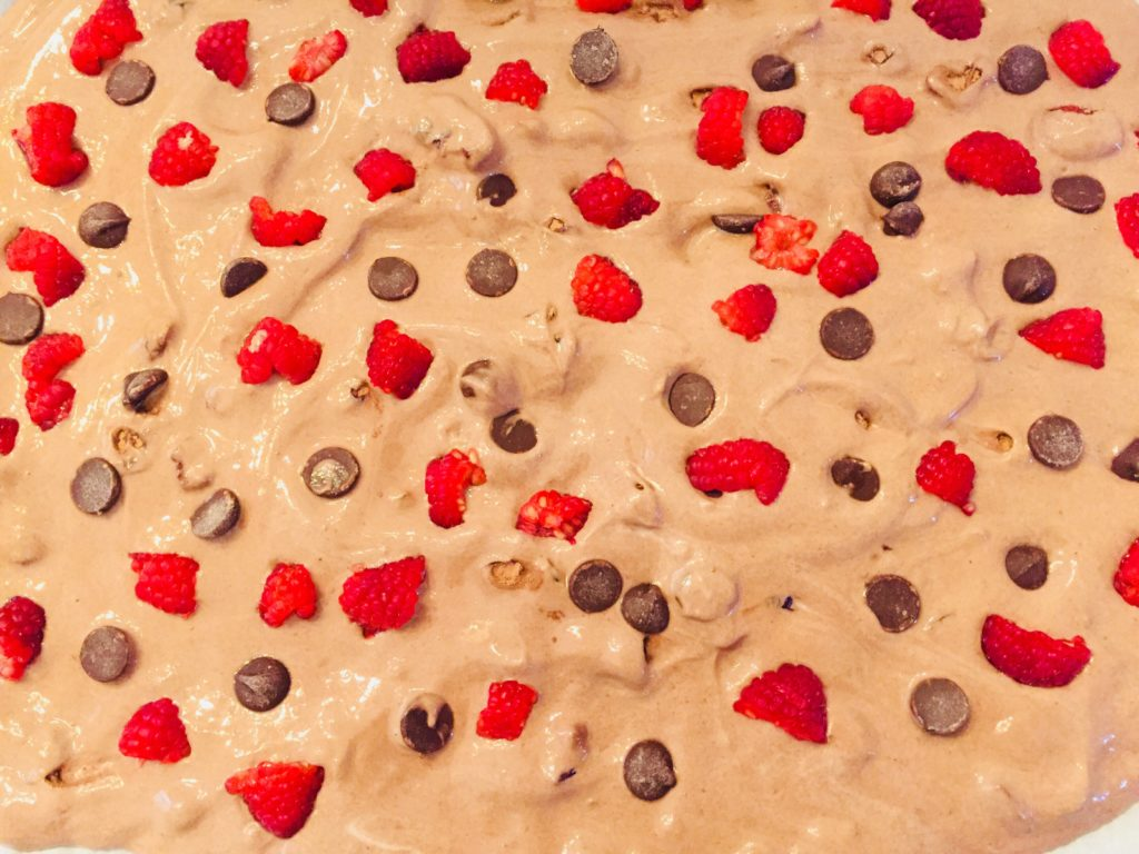 Kids like to help in the kitchen. Kids can help make this yummy and healthy snack. Frozen Yogurt Bark