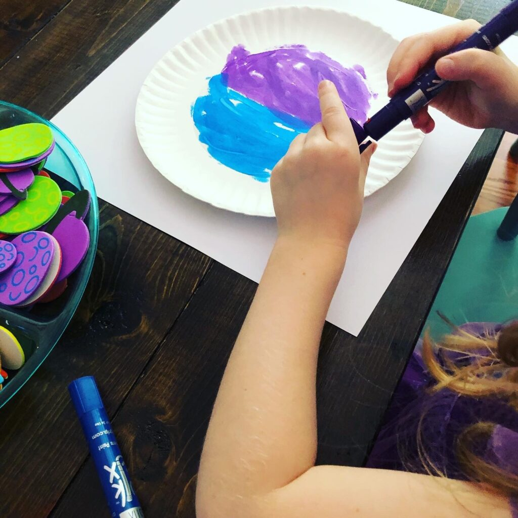 Space themed paper plate craft for kids using kwik stix